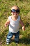 Pequeño niño en gafas de sol Imagenes de archivo