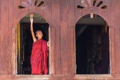 Pequeño novato, Shwe Yan Pyay Monastery, Nyaung Shwe en Myanm foto de archivo