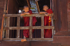 Pequeño novato, Shwe Yan Pyay Monastery, Nyaung Shwe en Myanm imagenes de archivo