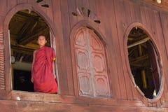 Pequeño novato, Shwe Yan Pyay Monastery, Nyaung Shwe en Myanm Imágenes de archivo libres de regalías