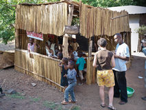 Pequeño orfelinato en Tanzania, África, noviembre de 2008 Foto de archivo