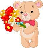 Pequeño oso lindo que sostiene un ramo Foto de archivo libre de regalías