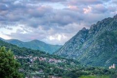 Pequeño paisaje italiano del pueblo imagen de archivo libre de regalías