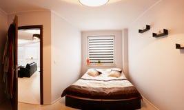 Pequeño panorama del dormitorio imagen de archivo