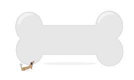 Pequeño perro y hueso grande Foto de archivo libre de regalías