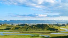 Pequeño prado de las colinas-Bayanbulak imagen de archivo
