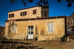 Pequeño pueblo corso Girolata Fotografía de archivo libre de regalías