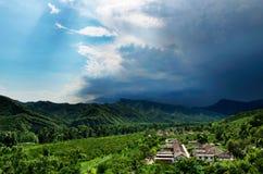 Pequeño pueblo debajo de la nube Imagen de archivo libre de regalías