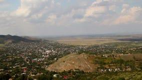 Pequeño pueblo en los Balcanes, lapso de tiempo almacen de metraje de vídeo