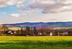 Pequeño pueblo en tierras bajas escocesas Foto de archivo libre de regalías