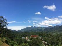 Pequeño pueblo en una selva tropical tropical Foto de archivo libre de regalías