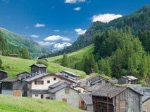 Pequeño pueblo viejo en Suiza Foto de archivo