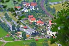 Pequeño pueblo visto desde arriba Fotos de archivo