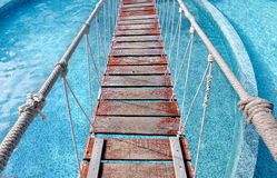 Pequeño puente de ejecución de la cuerda Foto de archivo