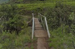 Pequeño puente del río de Bushmans en reserva de naturaleza de Kwazulu Natal del castillo de Giants imagenes de archivo