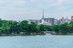 Pequeño puente en el parque de Ohori Imagenes de archivo