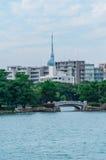 Pequeño puente en el parque de Ohori Imágenes de archivo libres de regalías