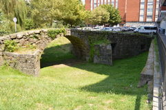 Pequeño puente romano como recuerdo, Vigo Galicia foto de archivo