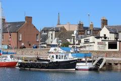 Pequeño puerto de Arbroath de los barcos de pesca, Arbroath Foto de archivo libre de regalías