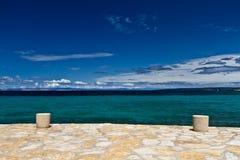 Pequeño puerto en el mar adriático Fotos de archivo libres de regalías