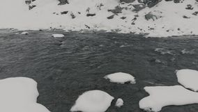 Pequeño río de Kyn en hielo almacen de video