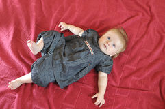 Pequeño retrato lindo del primer del bebé Foto de archivo libre de regalías