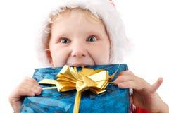 Pequeño Santa con el presente Fotos de archivo