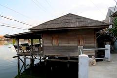 Pequeño shak de madera en la isla Koh Kret Imagenes de archivo