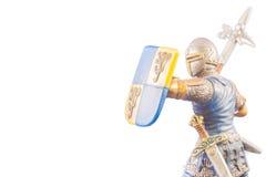 Pequeño soldado medieval en el fondo blanco Foto de archivo