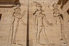 Pequeño templo de las estatuas exteriores de Hathor de Rameses imagen de archivo