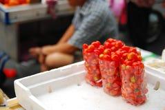 Pequeño tomate de Ths en bolso Foto de archivo