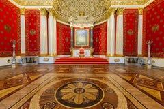 Pequeño trono Pasillo del palacio del invierno, StPetersburg Imagenes de archivo