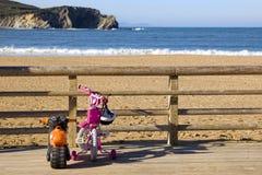 Pequeño viaje a la playa Foto de archivo libre de regalías