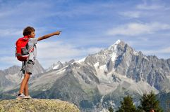 Pequeño viajero en el top, Chamonix Foto de archivo