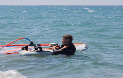 Pequeño windsurfer imagen de archivo libre de regalías