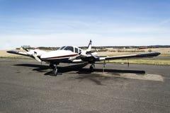 Pequeños aviones - Cessna 310R Fotos de archivo libres de regalías