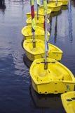 Pequeños barcos amarillos en el agua Imagen de archivo libre de regalías