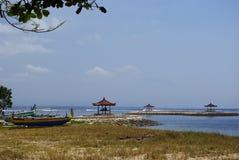 Pequeños barcos en la playa Fotografía de archivo