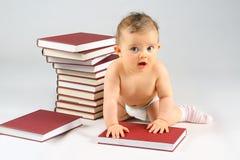 Pequeños bebé y libros fotografía de archivo libre de regalías