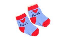 Pequeños calcetines lindos del bebé aislados en blanco Imagen de archivo