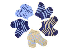 Pequeños calcetines lindos del bebé aislados en blanco Foto de archivo libre de regalías