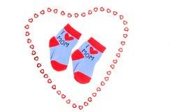 Pequeños calcetines lindos del bebé aislados en blanco Fotografía de archivo