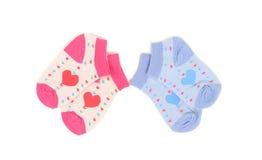 Pequeños calcetines lindos del bebé rosado y azul Fotos de archivo libres de regalías