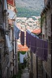 Pequeños callejones en la ciudad de Dubrovnik, Croacia imágenes de archivo libres de regalías