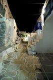 Pequeños callejones en la isla de Folegandros, Grecia Foto de archivo