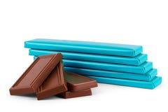 Pequeños chocolates envueltos en un abedul en un fondo blanco Fotografía de archivo libre de regalías