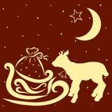 Pequeños ciervos o toro con una campana, trineo del ` s de Papá Noel con los presentes libre illustration
