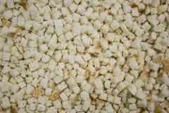 Pequeños cuadrados del pan, cuscurrones hechos en casa Fotos de archivo libres de regalías