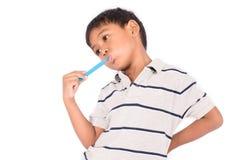 pequeños dientes asiáticos del cepillo del muchacho Imagen de archivo libre de regalías