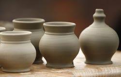 Pequeños floreros de la cerámica Imágenes de archivo libres de regalías